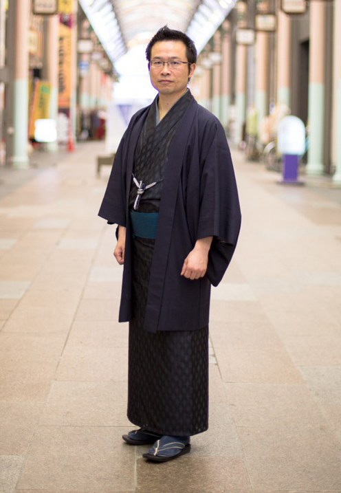 たけうちたかのり 1972年富山市生まれ。東京、大阪で広告代理店や呉服店勤務を経て、97年帰富。嘉永元年(1848年)から続く呉服商・牛島屋に入社。